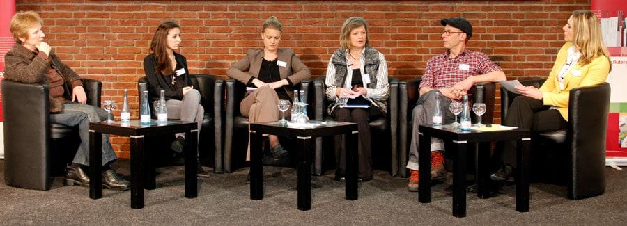 Es diskutierten Sabine Stampfel, Anne Sauer, Nadia Kutscher, Andrea Kallweit, Johnny Haeusler und Moderatorin Andrea Grießmann (v.l.n.r.). Foto: Gerd Metzner